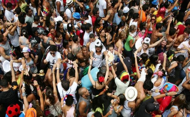 simpatia-e-quase-amor-street-parties[1]